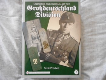 Image for UNIFORMS AND INSIGNIA OF THE GROBDEUTCHLAND DIVION